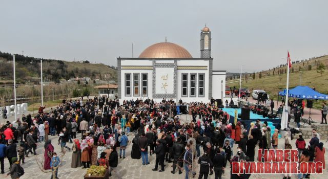 """""""Küçede Sanat Var"""" Nevruz Bayramı'nı Ongözlü Köprü'de Kutladı"""