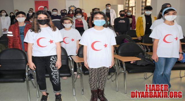 Öğrenciler İstiklal Marşı'nın Kabulünü Kutladı