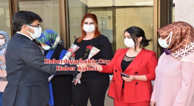 Rektörden Rektörlükte Çalışan Kadınlara 8 Mart Sürprizi