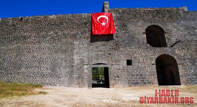 Diyarbakır'da 50 Yıldır Kapalı Olan Fetih Kapısı Açıldı