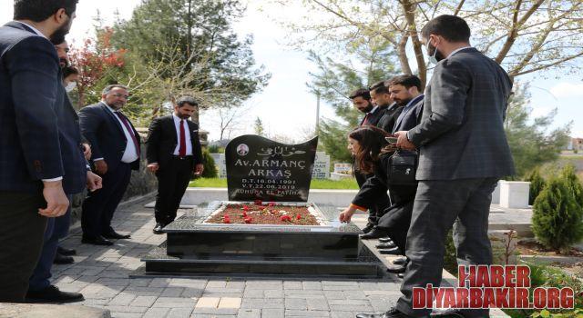 """Yeni Baro Yönetimi Tahir Elçi""""yi ve Yaşamını Yitiren Avukatları Unutmadılar"""